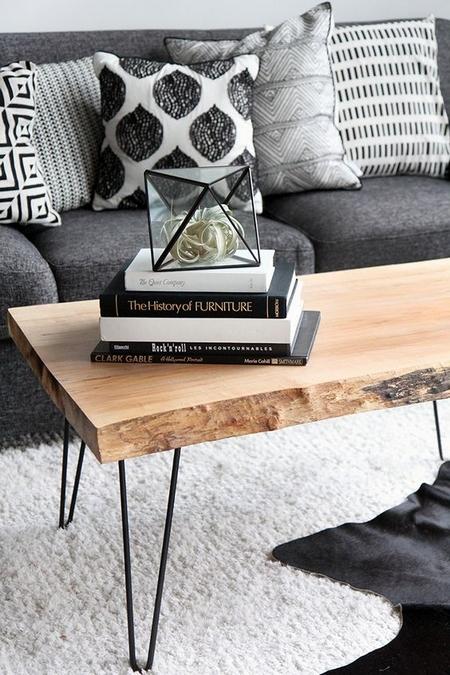 stolik kawowy z drucianymi nogami