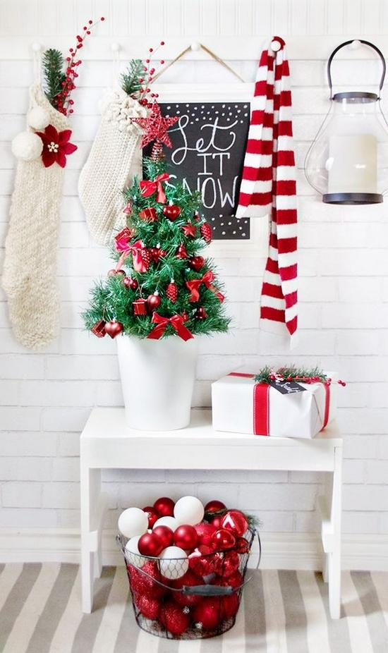 czerwone dekoracje świąteczne